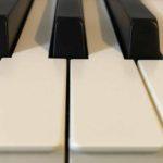61鍵〜76鍵の横幅スリムな電子ピアノを探す